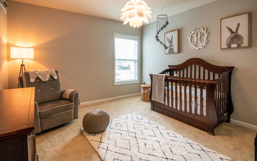 Praktische tips om je babykamer in te richten